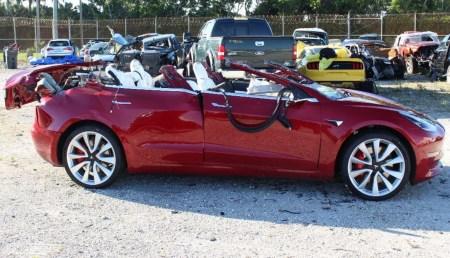Во время недавнего смертельного ДТП автомобиль Tesla Model 3 двигался с включенным автопилотом