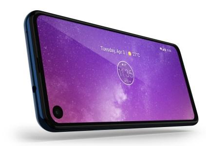 Смартфон Motorola One Vision получил дисплей с отверстием и соотношением сторон 21:9