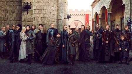 Онлайн-петиция с просьбой к HBO переснять 8-й сезон «Игры престолов» набрала 1,2 млн голосов, а финальная серия получила удручающие 5,0 баллов на IMDb (обновлено: уже 1,47 млн и 4,3 балла)