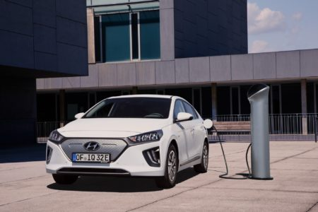 Hyundai обновила электрический хэтчбек Ioniq, улучшив дизайн и увеличив батарею с 28 до 38 кВтч (запас хода вырос до 300 км) - ITC.ua
