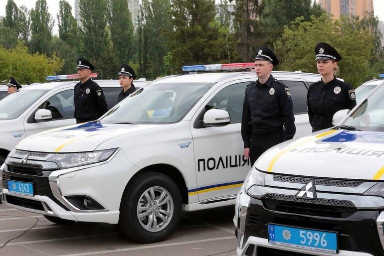 Национальная полиция Украины получила 83 гибридных кроссовера Mitsubishi Outlander PHEV в рамках Киотского протокола (и повредила 1300 из 2500 служебных автомобилей за четыре года)