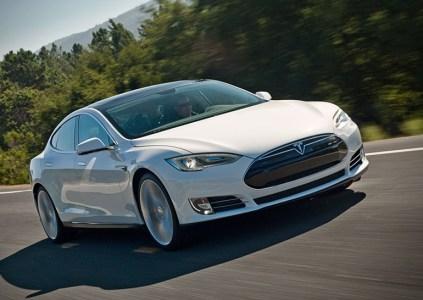 Электромобиль Tesla Model S загорелся во время зарядки на станции Supercharger в Бельгии