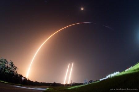 SpaceX наконец-то удалось поймать часть головного обтекателя в сеть