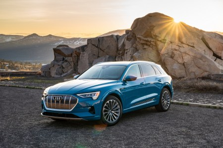 Audi отзывает электрокроссоверы Audi e-tron из-за риска короткого замыкания и возгорания батарей