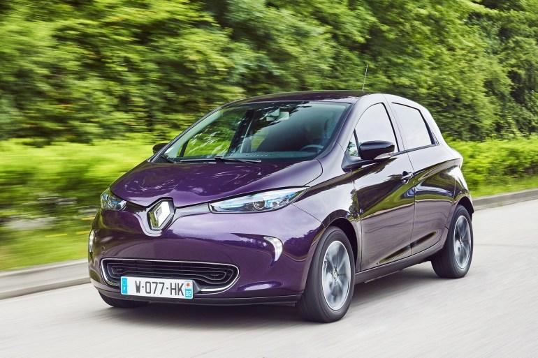 """В сети появилось первое """"живое"""" изображение обновленного электромобиля Renault Zoe (2020), анонс ожидается до конца текущего лета"""