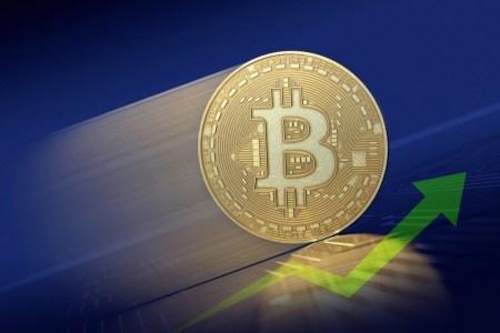 Все выше и выше. Bitcoin подорожал почти до $9400