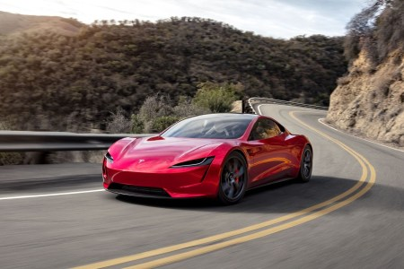 Илон Маск «замедлил» Tesla Roadster — разгон до 60 миль/ч займет 2,1 секунды, а не 1,9 секунды, как было обещано ранее