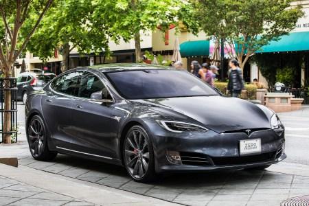 Tesla убрала из ассортимента самые доступные (Standard Range) конфигурации Model S и Model X, а также снизила цену самой доступной версии Model 3