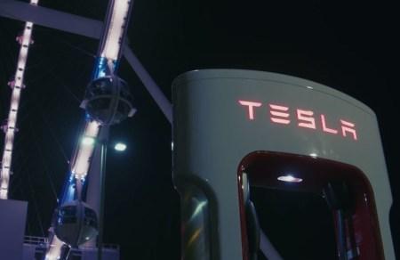 Tesla открыла производительную зарядную станцию V3 Supercharger в Лас-Вегасе на солнечных панелях, она может обслуживать 1500 автомобилей в сутки