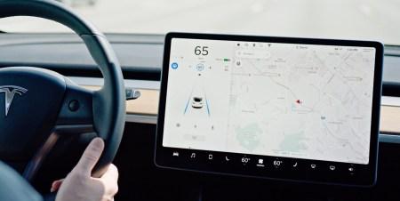 Tesla продемонстрировала возможности систем безопасности своего фирменного автопилота