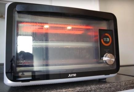 Умные духовки June Oven самостоятельно включились среди ночи и лишь по счастливой случайности не спалили дома владельцев