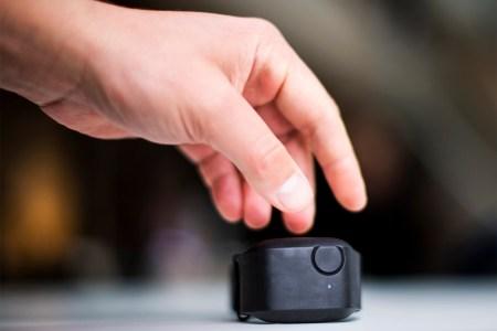 Разработан умный браслет, который предскажет вспышку агрессии у ребенка с аутизмом за минуту до ее начала