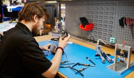 Apple разрешит независимым мастерским ремонтировать iPhone и будет поставлять им оригинальные запчасти по сниженным ценам