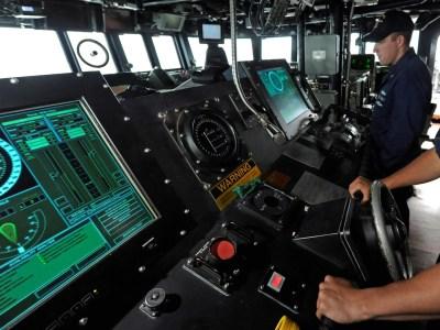 Военно-морские силы США заменят сенсорные экраны в эсминцах на классические средства управления из-за чрезмерной сложности интерфейсов