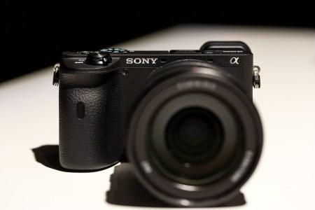 Sony анонсировала беззеркальные камеры A6600 и A6100 с сенсором APS-C и быстрым автофокусом, а также 2 объектива E-mount