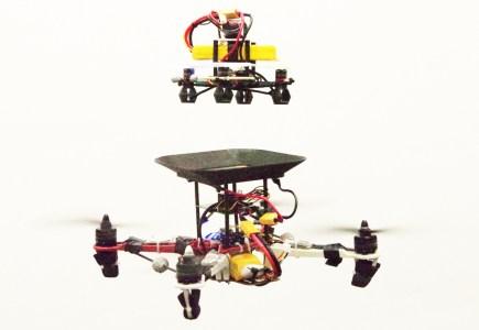 Американские исследователи превратили малый дрон в летающую зарядную станцию
