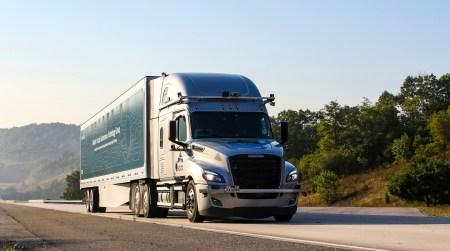 Daimler объявил о начале тестирования беспилотных грузовиков на дорогах общего пользования в США