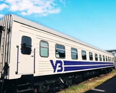 «Укрзалізниця» показала модернизированный плацкартный вагон с USB-розетками и без ковров
