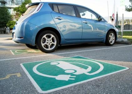 В аэропорту «Борисполь» обустроили 32 парковочных места с зарядками для электромобилей (оплата за стоянку и зарядку будет взыматься раздельно)