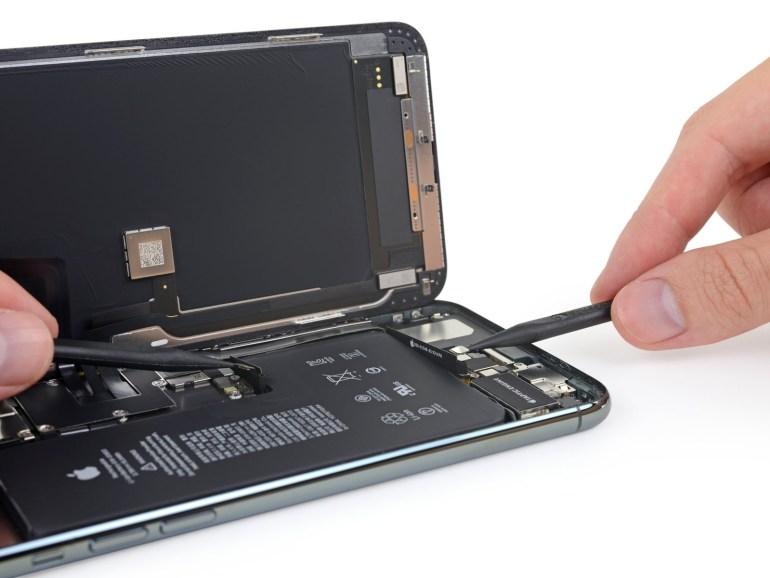 iFixit разобрали Apple iPhone 11 Pro Max и нашли в нём дополнительный разъём батареи, более крупный аккумулятор и модемы Intel