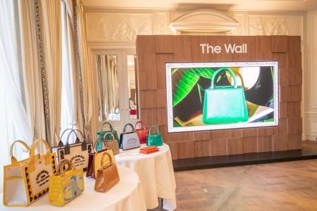 От 73 дюймов при 2K до 292 дюймов при 8K. Интерьерные модульные телевизоры Samsung The Wall Luxury на Paris Fashion Week [Фотогалерея]