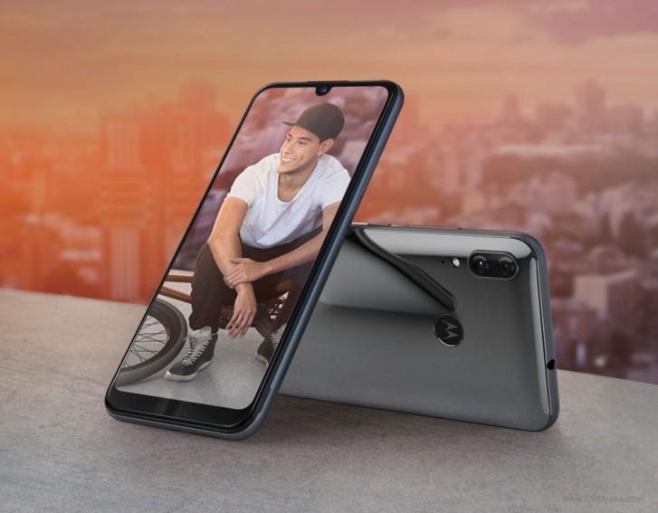 "Представлен смартфон Motorola One Zoom: 6,4"" экран OLED, 48-Мп квадрокамера (3-кратный оптический зум и OIS на двух модулях), чистый Android и аккумулятор на 4000 мА·ч, но цена 400 евро"