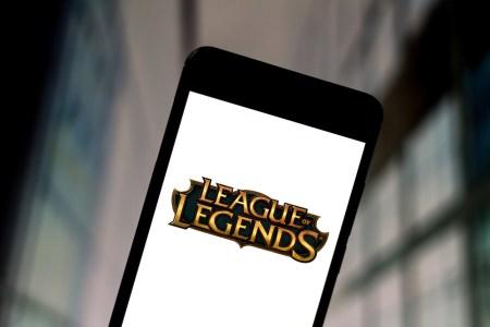Игра League of Legends выйдет на смартфонах и консолях, студия также работает над новым шутером