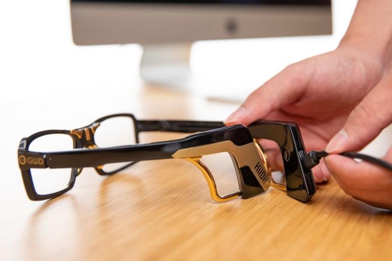 «Умные» очки HiiDii Glasses призваны временно заменять компьютерную мышь, пока у пользователя заняты руки