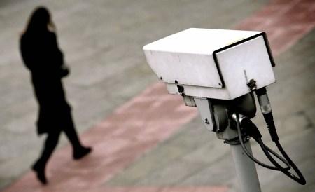 Исследователи сумели идентифицировать человека за стеной при помощи Wi-Fi и видеозаписи, на которой он был запечатлен ранее