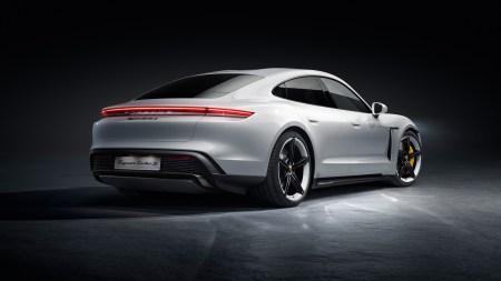 Владельцы автомобилей Porsche в Китае хотят перейти с iPhone на Android из-за отсутствия поддержки 5G в смартфонах Apple