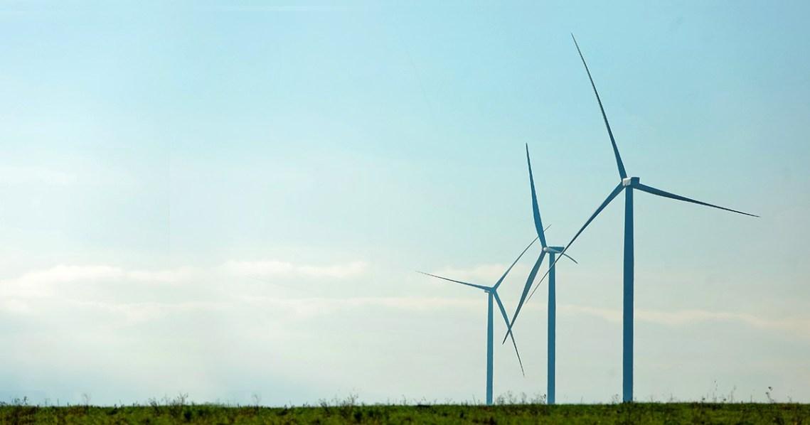 «Укрэнерго» впервые ограничил выработку электроэнергии ВЭС, но «ДТЭК ВИЭ» все равно получит оплату по «зеленому» тарифу. А в НКРЭКУ уже говорят о неизбежном повышении тарифов для населения