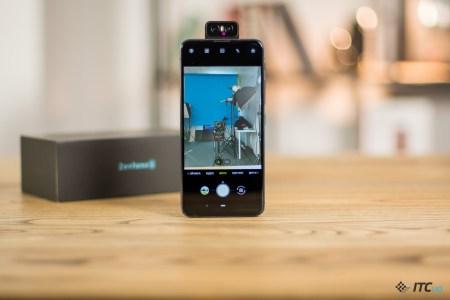 Флагманский смартфон ASUS ZenFone 6 с камерой-перевертышем добрался до Украины — 14 999 грн за версию 6/64 ГБ