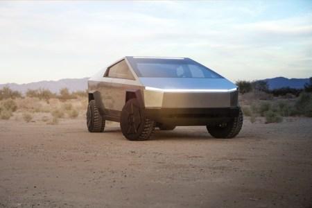 Tesla Cybertruck впервые засняли на дорогах общего пользования