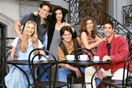 Стриминговый сервис HBO Max хочет снять специальный эпизод сериала Friends / «Друзья», все шесть главных героев и шоураннеры уже ведут переговоры