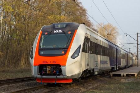 Крюковский вагоностроительный завод (КВСЗ) начал испытывать новый дизель-поезд ДПКр-3 для маршрута Kyiv Boryspil Express (фотогалерея)
