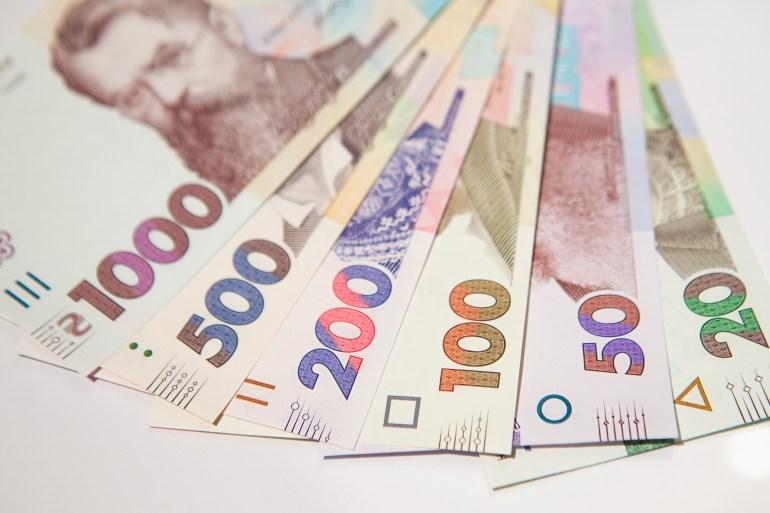 НБУ показал обновленные купюры 50 и 200 гривен с усиленной защитой и объявил о замене купюр 5 и 10 гривен монетами