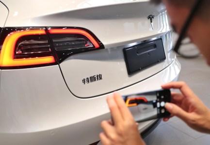 Tesla доставила покупателю первую Model 3 китайской сборки