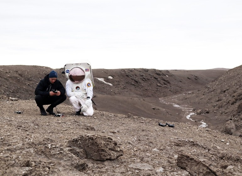 Разработанная норвежским стартапом Ntention «умная перчатка» позволит покорителям Луны и Марса эффективно управлять дронами и другими роботизированными механизмами, не снимая скафандра