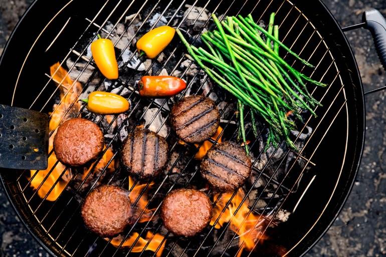 Растительное мясо Beyond Meat теперь и в украинских супермаркетах. Упаковка из двух котлет — 270 грн