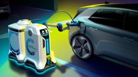 Volkswagen представил концепт автономного робота, который самостоятельно заряжает электромобили на парковке с помощью мобильных батарей [видео]