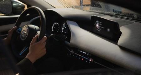 Ошибка в ПО Mazda3 приводит к активации экстренного торможения без каких-либо причин