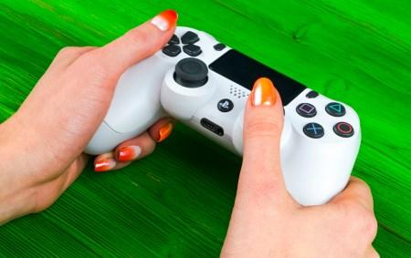 Sony получила патент на новый геймпад для PlayStation