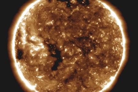 Зонд NASA Parker передал данные об особенностях поведения солнечного ветра, энергетических вспышках и распространении космической пыли