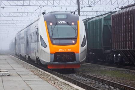 Чем отличаются украинские дизель-поезда ДПКр-3 и ДПКр-2