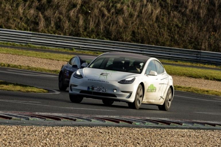 Украинская команда EcoFactor на Tesla Model 3 победила в 24-часовой международной гонке электромобилей Eco Grand Prix в Германии