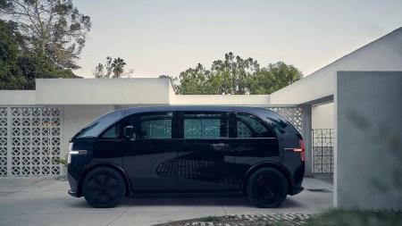 Стартап Canoo приступил к испытаниям на дорогах общего пользования одноименного электрического микроавтобуса, который будет распространяться по подписке за $500/мес