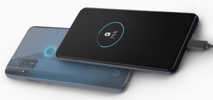 Как OnePlus 7 Pro, но дешевле. Представлен Motorola One Hyper с 64-Мп основной камерой, 32-Мп выезжающей селфи-камерой и 45-Вт зарядкой Hyper Charging