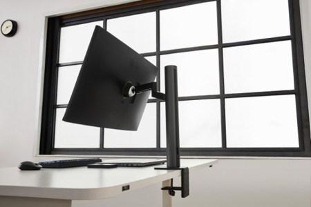 4K-монитор LG UltraFine Ergo получил уникальный шарнир, который позволяет повернуть дисплей более чем на 180 градусов