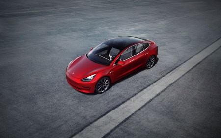 Электромобиль Tesla Model 3 в итоге может получить аккумулятор на 100 кВт•ч и режим быстрого ускорения Ludicrous Mode