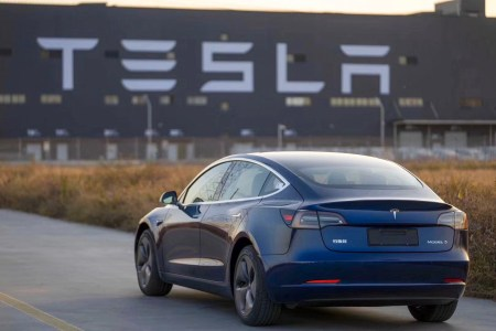 Bloomberg: В следующем году Tesla снизит цены на китайские Model 3 минимум на 20%